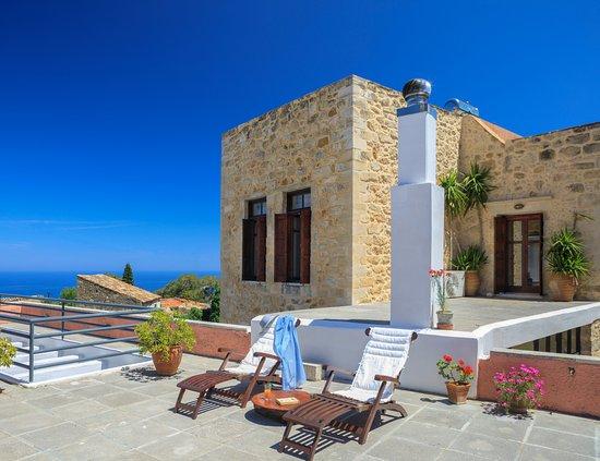 Tv room satelite and dvd recorder photo de villa for 7 eleven islip terrace