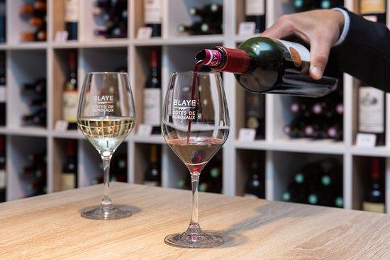Un verre de vin de dégustation vous est offert lors de votre visite à la Maison du Vin de Blaye
