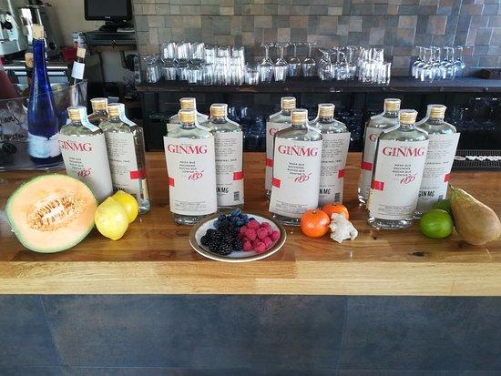 San Sebastian de los Reyes, Spagna: Maceramos y elaboramos nuestras propias ginebras #Melón con limón # Frutos Rojos # Mandarina y..