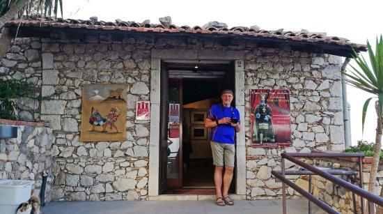 Castelmola, Italy: у входа в музей