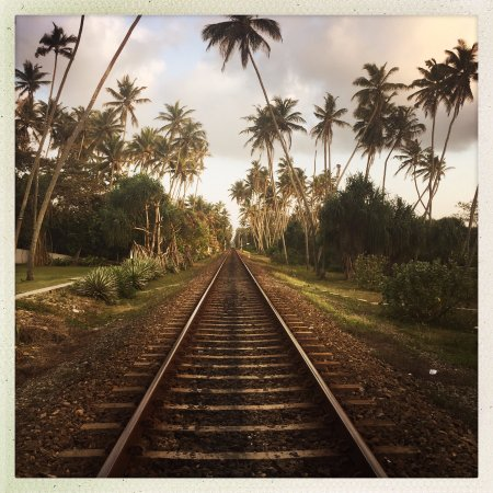 Paradise Road The Villa Bentota: Railroad you have to cross to come to the beach