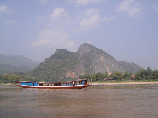 Donabate, Ierland: Mighty Mekong River , Luang Prabang , Laos