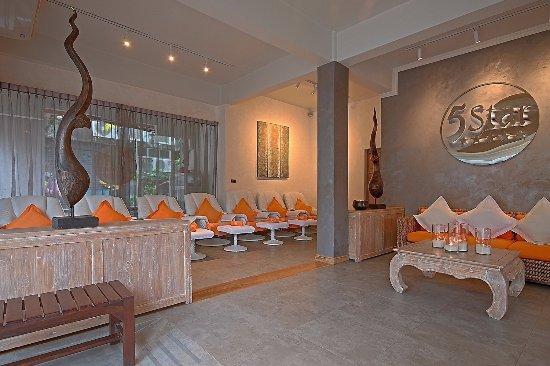 5 Star Massage: Entrance