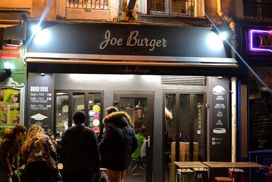 Joe Burger: Vooraanzicht van de snackbar/restaurant