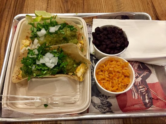 Highland, Καλιφόρνια: Chicken tacos, rice and black beans.