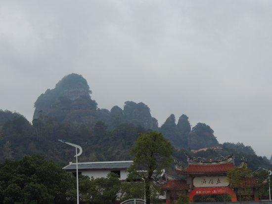 Pingyuan County, China: 石林寺望上去的山脈