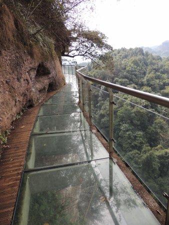 Pingyuan County, China: 玻璃棧道