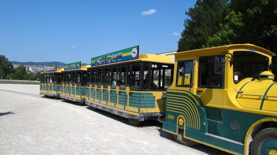Schonbrunner Gardens : the train - a necessity to see everything