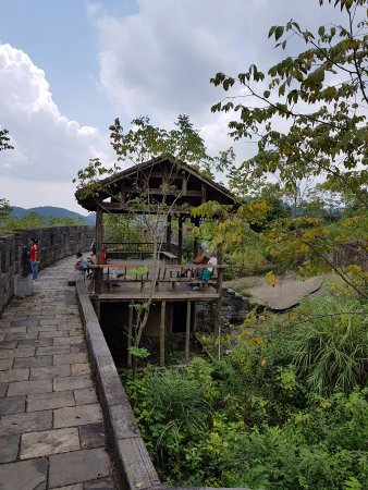 Fenghuang County, China: Strolling at the top wall section of Miaojiang Southern Great Wall.