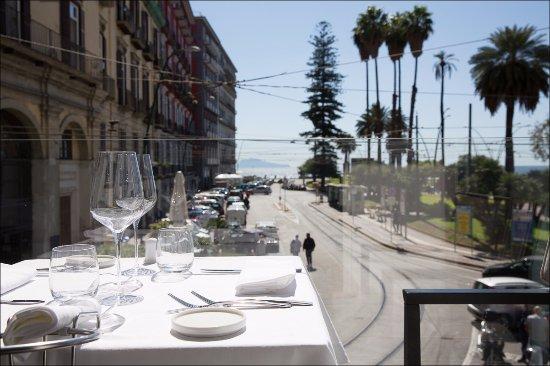 Vista de la Piazza Vittoria desde la terraza del piso de arriba ...