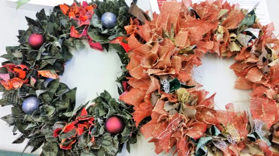 Lechlade, UK: Learn traditional rag rugging techniques to create a gorgeous Christmas Wreath