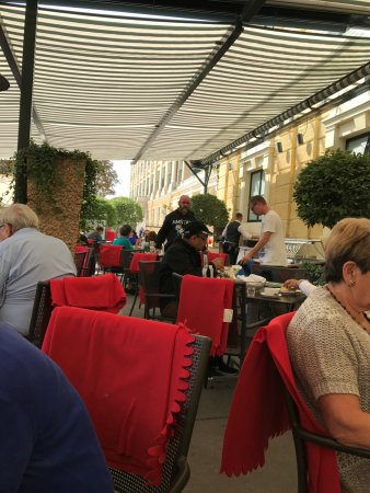 Café Restaurant Residenz: normally crowded on the terrace