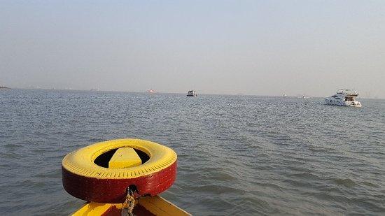 Gateway of India: BoatRide_large.jpg