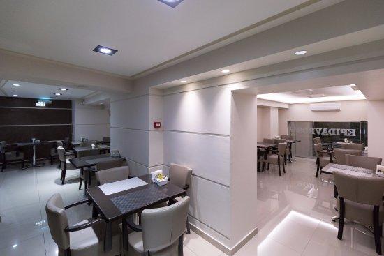 Epidavros Hotel: Breakfast area