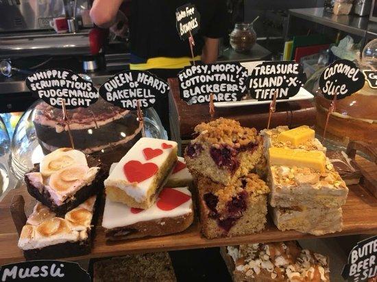 Crickhowell, UK: Literary cakes!