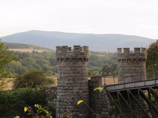 Craigellachie, UK: towers at the front of the bridge