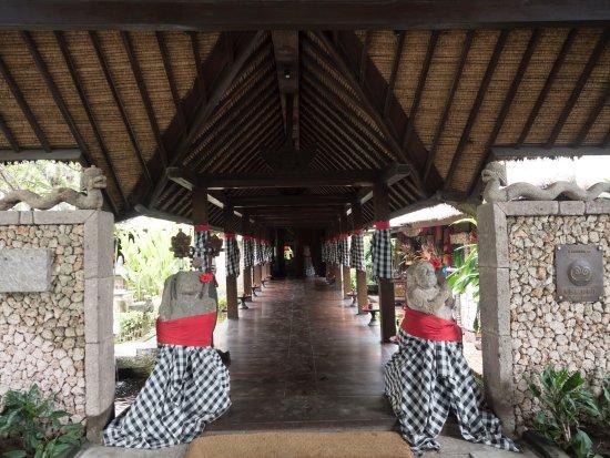 Hotel Tugu Bali: Hotel Tugu Entrance