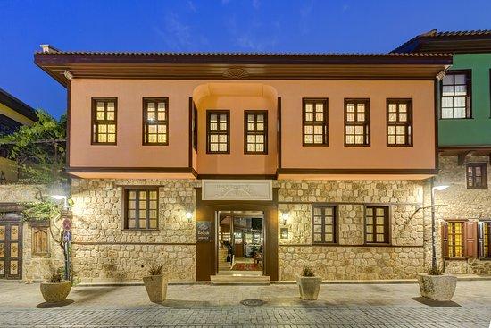 Kaucuk Hotel: ÖN GÖRÜNÜM