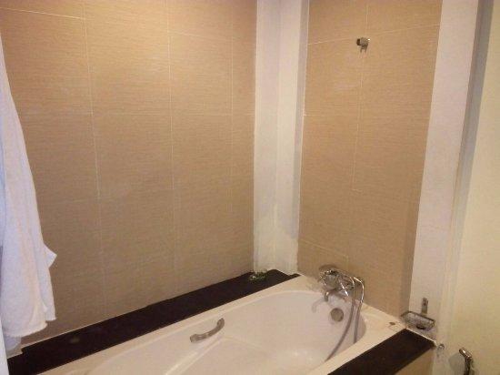 Muffa e sporcizia pareti e pavimento camera da letto - Picture of ...