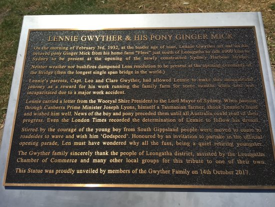 Leongatha, Australia: Lennie Gwyther Statue