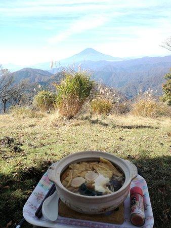 Mt. Nabewari: 良い景色とおいしい食べ物
