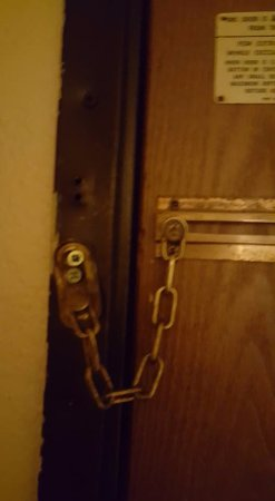 Super 8 by Wyndham Franklin/Middletown Area: It's obvious that this room has been broken into several times, I did NOT feel safe!