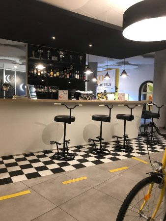 Ibis Styles Budapest City: Unusual bar stools