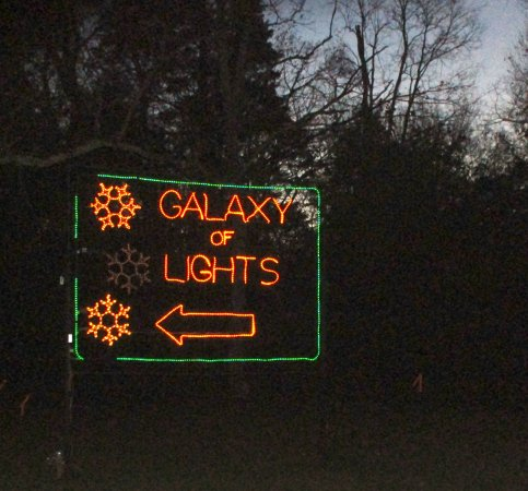 Huntsville Botanical Garden: Entry to light display