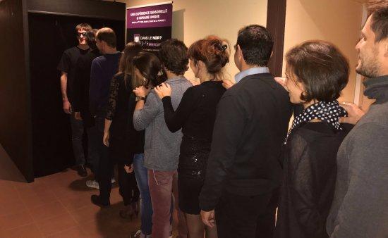 Sophia Antipolis, Frankrig: Discours de Cédric - Groupe entrée dans la salle noire