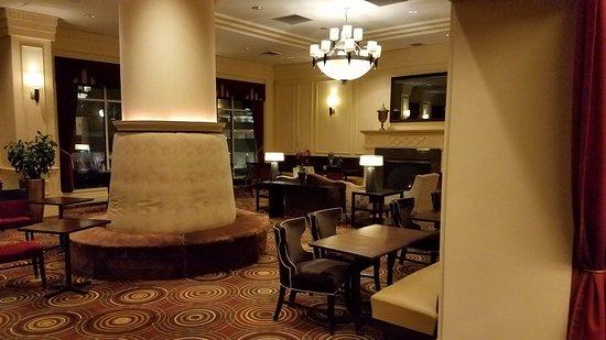 Hilton Madison Monona Terrace: Bar