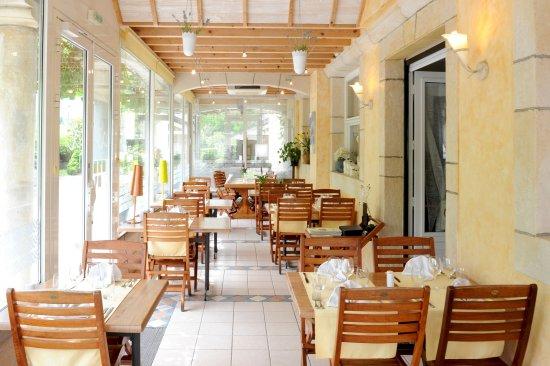 Bielle, Francia: Le Patio terrasse couverte et climatisée face aux Pyrénées