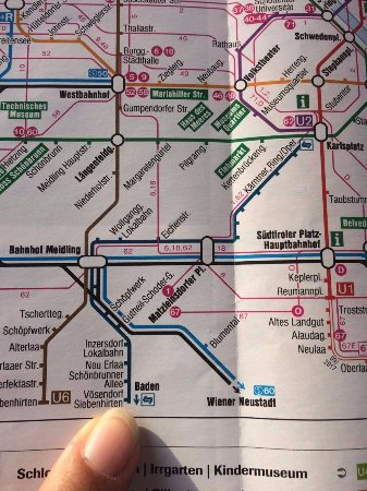 Voesendorf, Österrike: You take the tram in this direction (Baden) and get off on the station after the last one on the