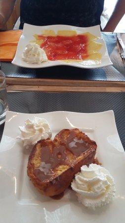 Rouffiac-Tolosan, Франция: dessert carpaccio ananas et brioche façon pain perdue caramel beurre salé