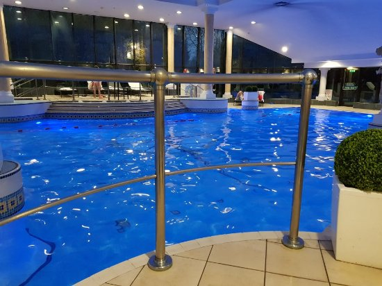 Lovely touch for my wife 39 s birthday and lovely pool picture of manchester airport marriott for Manchester airport hotels with swimming pool