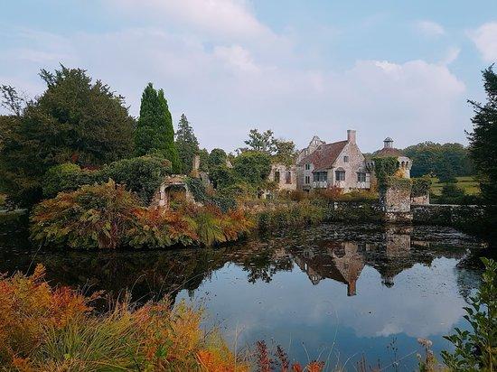 Lamberhurst, UK: 스코트니 성(Old Castle) - New castle에서 Old castle로 내려가는 길이 특히 아름답네요