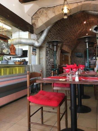 déco du restaurant avec système de ventilation - Picture of La ...