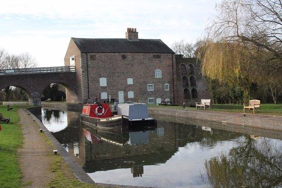 Swadlincote, UK: From canal basin