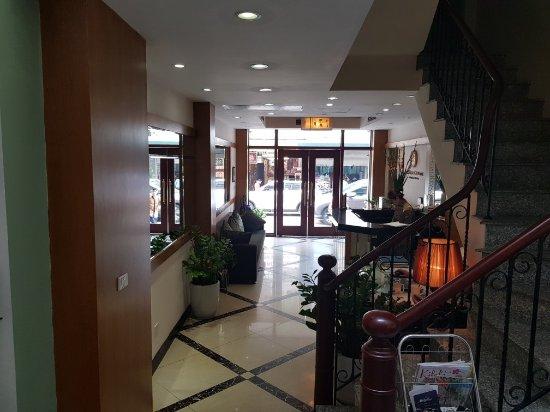 Golden Sun Suites Hotel: 20171111_145918_large.jpg