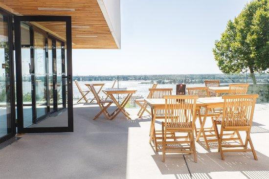 Bourg, France: Terrasse du bar à vin