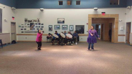 Inupiat Heritage Center: Eskimo dance