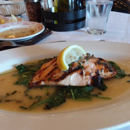 Maggiano's Little Italy: Salmon Disch