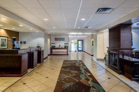 Hampton Inn & Suites Syracuse Erie Blvd/I-690 : Lobby