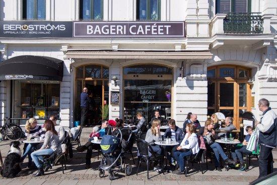 d2e141caa440 Uteservering på Gustav Adolfs Torg - Picture of Bagericafeet, Malmo ...