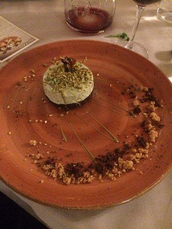 Fauglia, Itália: cheesecake con base di cioccolato e mousse di pistacchi