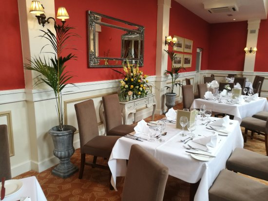 Newmarket-on-Fergus, Irlanda: Main Restaurant - Wonderful Dining Experience