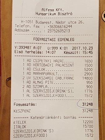 Hungarikum Bisztro: La Cuenta. El vino mas de la mitad, si no pides vino es muy barato
