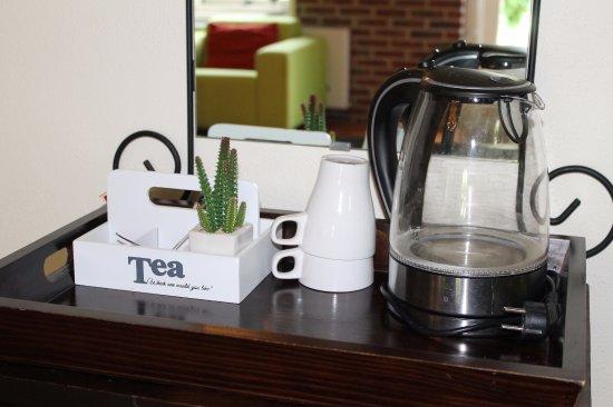 Hotel Restaurant Nieuw Beusink: koffie/theevoorziening in de kamers