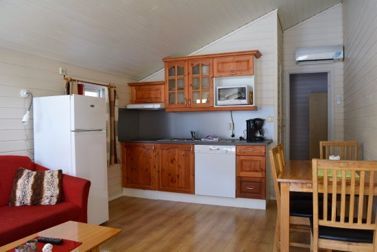 4 Person Cabin With 1 Bedroom 3 Beds Kitchen Bathroom And