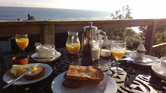 Sandsend Cottages: Breakfast on the decking on our last visit  in Sepember