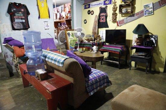 El Cafe Chilero: cafe room